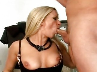 Saucy milf dia zerva filling her mouth with