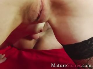 Mature slut giving rimjob