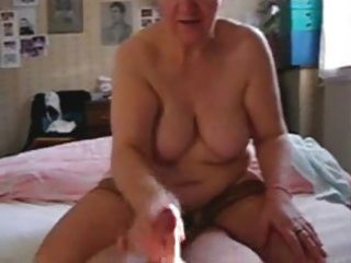 my slut mature aunt jerking my wang
