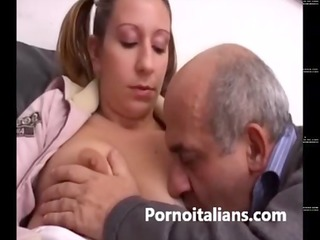 italian hotty receives her cunt licked by dirty