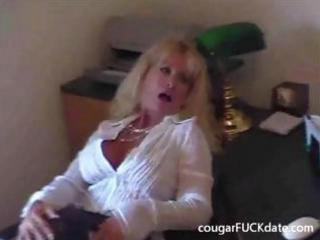 hot granny cougar in stockings copulates a