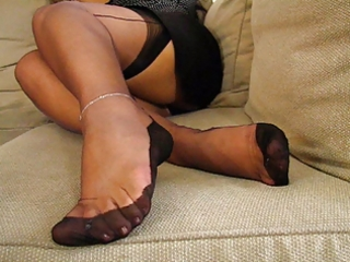mature fully fashioned nylons feet