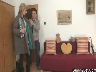 Young guy picks up old blonde and fucks her pussy