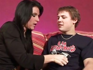 d like to fuck seduces her sons ally