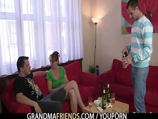 anal loving mom jumps on rod