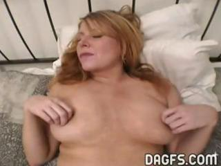 milf receives her asshole stretched