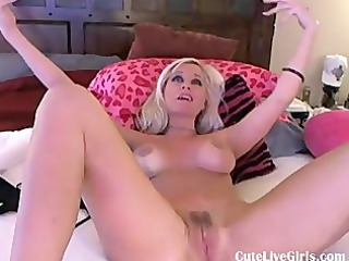 gorgeous american golden-haired fucking herself