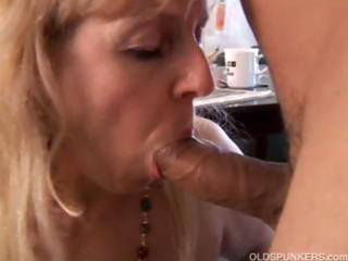 mature big beautiful woman gives a great fellatio
