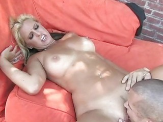 blond d like to fuck receives warm tongue in her