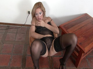 older latin chick disrobes down and pleases