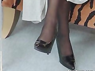aged whore in nylons use large dildo