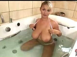 my girls breasty mamma showering jannete