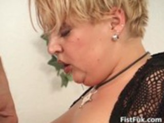 chubby mature golden-haired acquires her fur pie