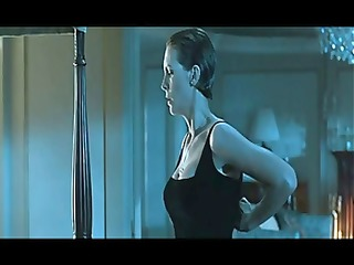 hot celebrity jamie lee curtis dancing on a