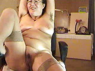 unshaved aged lady show on livecam