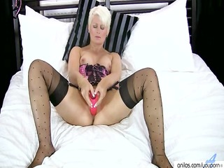 golden-haired cougar sex tool masturbation