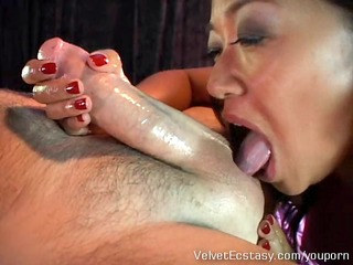 Hot Asian MILF gives a very deep rimjob