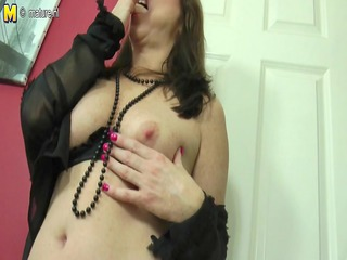 sexy mama-next-door playing with her slit