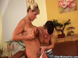 Saggy granny with squirting and bushy snatch