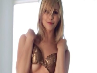 blond lave her solo fingering