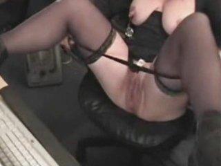 granny play hard on livecam