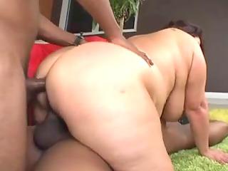 Mature brunette BBW in an interracial threesome
