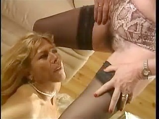 Piss French femmes matures - scene 3 dany