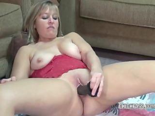 curvy housewife liisa bonks a large dark vibrator
