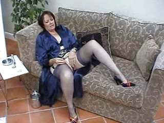 suzie older solo in nylons