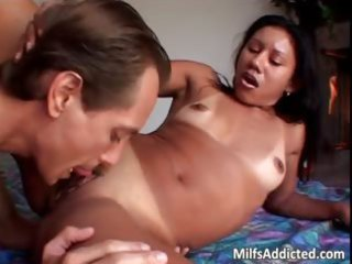 latina d like to fuck acquires her pussy licked