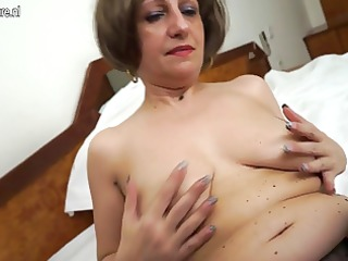 hot amateur mother of 10 playing with her wet