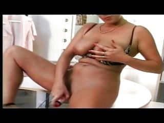 shorthaired german mother i masturbating