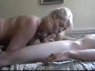 mommy acquires in a wonderful session of sucking