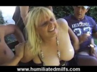 Mature gilf whore gets pissed on