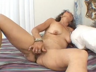 candi the mother id like to fuck masturbates
