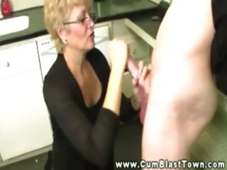 aged whore shows what she is can do with a