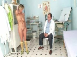 vanda has her horny aged love tunnel opened by